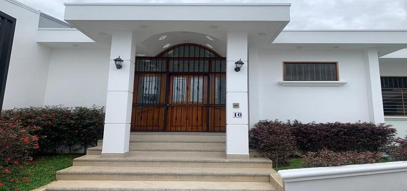 Casa 10 Barrio Tena - Escazu - Elegante y funcional residencia